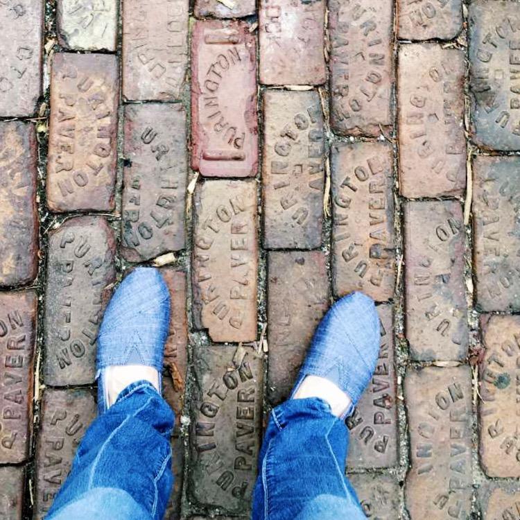 toms in downtown omaha via amandardewitt.com